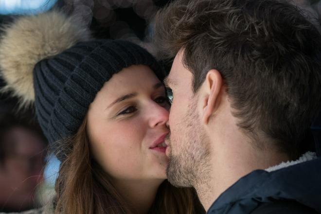 kiss-596093_1280